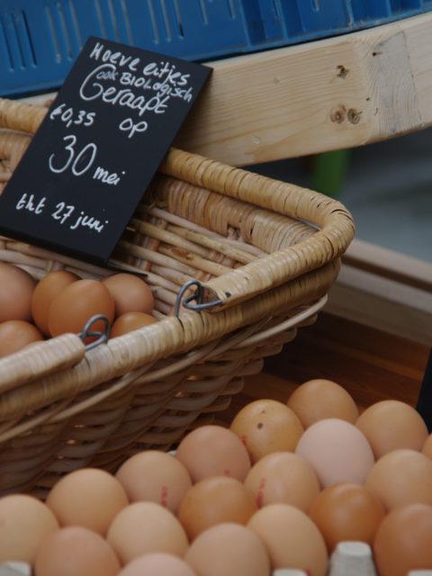 rek en mandje met eieren