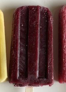 Detail ijscobeer fruitijsje zonder gluten, lactose, kleurstoffen en E-nummers en vol biologisch fruit Sprankenhof Udenhout