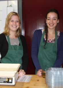 Stagaires vullen vacatures op Sprankenhof als gastvrouwen ontvangen ze bezoekers op Sprankenhof