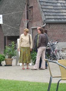 Gastvrouw ontvangt mensen bij Sprankenhof vacatures