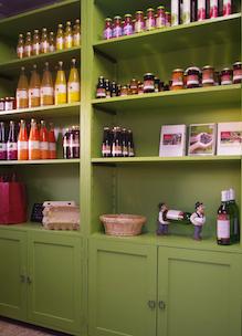 Winkel kast met producten Sprankenhof Udenhout Tilburg Noord-Brabant Nederland